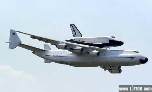 要知道这架飞机有多大,先来把安-225和波音747以及空客a380